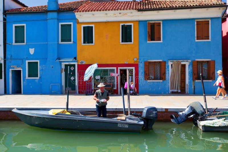 BURANO, ITALIA - 17 SETTEMBRE 2015: Punto di riferimento di Venezia, isla di Burano fotografia stock