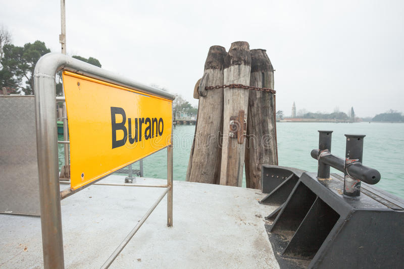 Burano-Schild auf waterbus Halt stockfoto