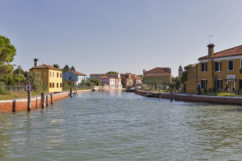Burano-Stadtbild mit Kanal, Venedig, Italien stockbild