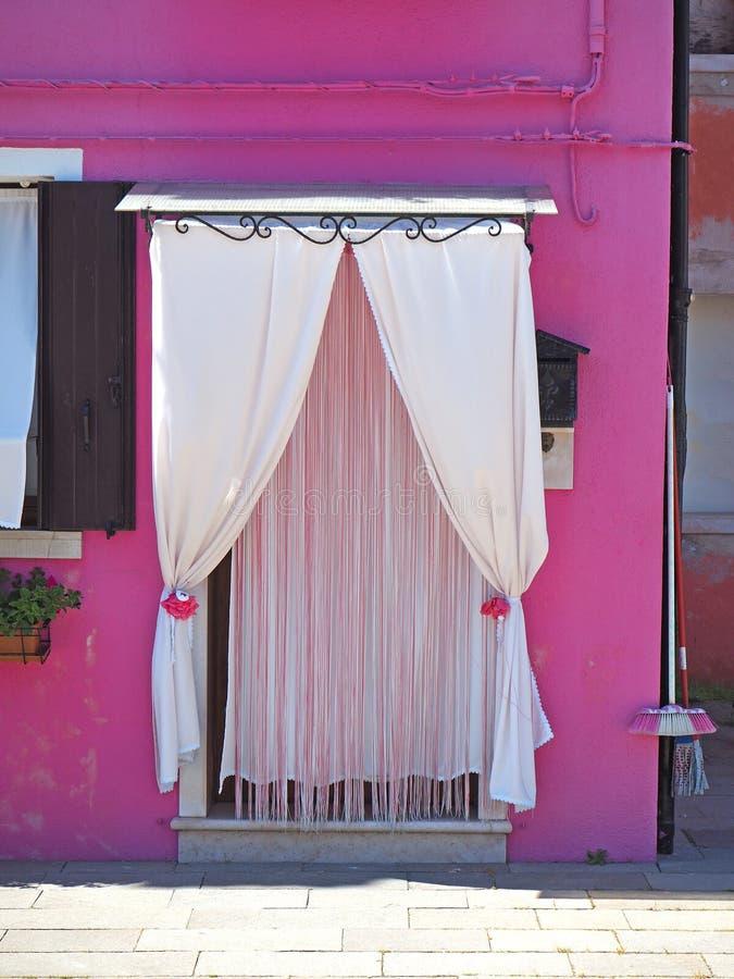 Burano, Venezia, Italia Detalles de las puertas de las casas coloridas en la isla de Burano fotografía de archivo libre de regalías