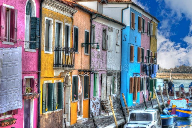 Download Buranohuizen Door Het Kanaal Stock Afbeelding - Afbeelding bestaande uit sinaasappel, schilderachtig: 54075017