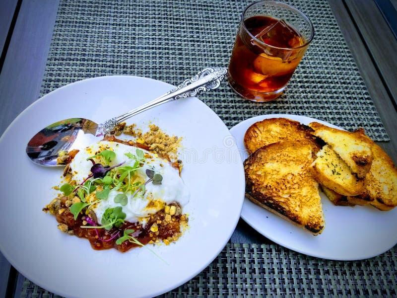 Buratta cremoso per pranzo - molto fresco al ristorante italiano fotografia stock libera da diritti