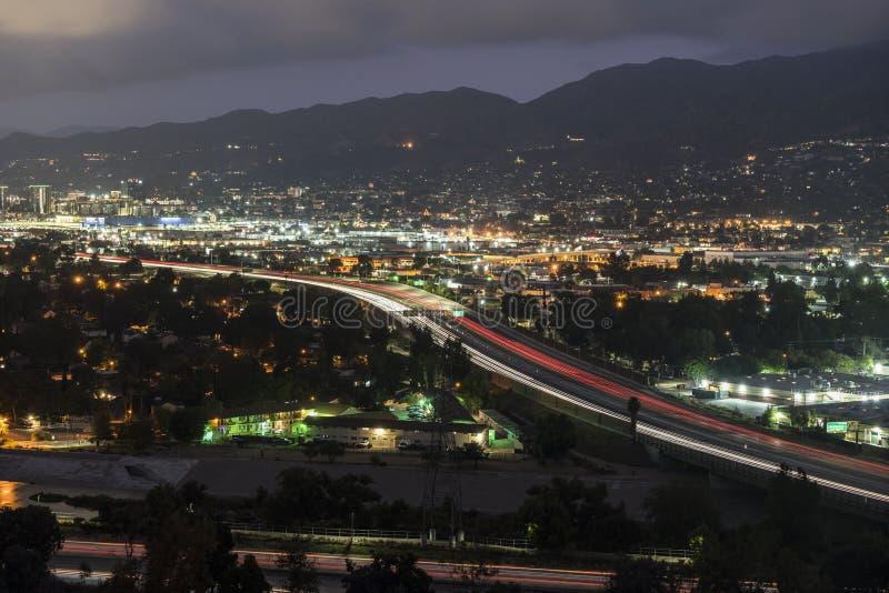 Burbank California e 5 Freeway Night Traffic fotografia de stock