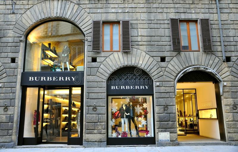 Burberry vêtant la boutique de mode Italie   photographie stock libre de droits