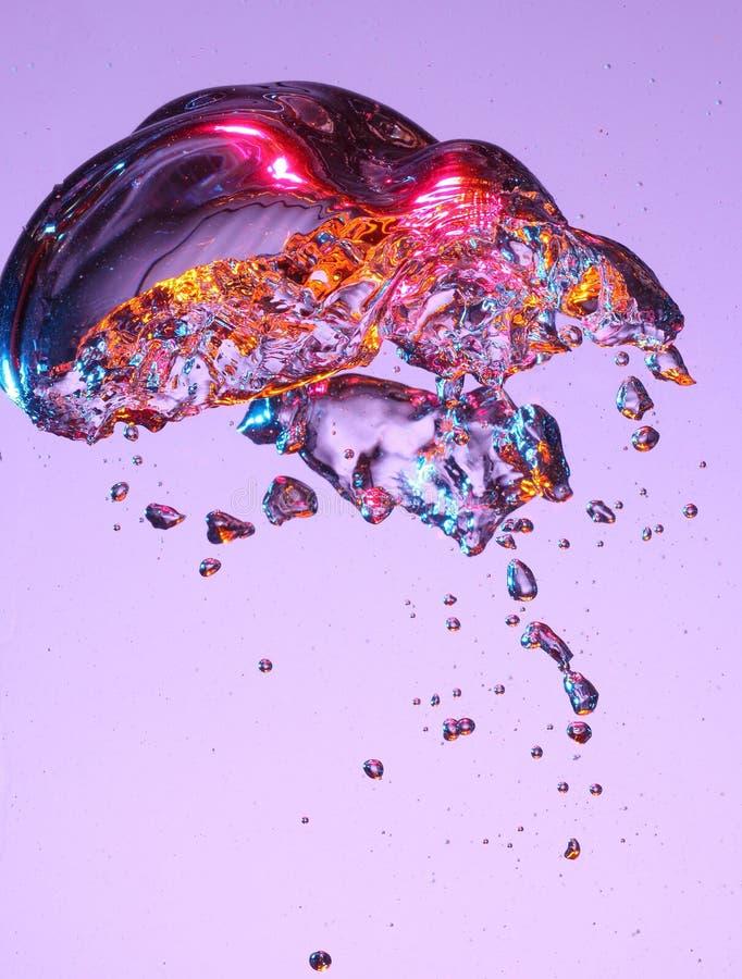 Burbuja colorida en líquido fotografía de archivo libre de regalías