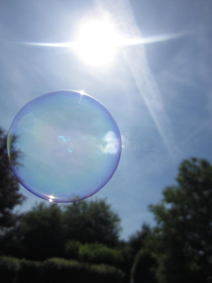 Burbuja de jabón flotante imagenes de archivo
