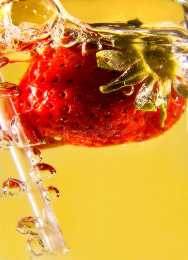 Download Burbujas foto de archivo. Imagen de agua, paja, fresas - 7283096