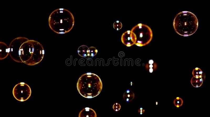 Burbujas de jabón en negro foto de archivo