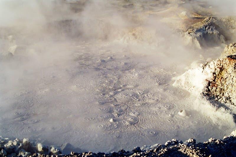 Burbujas del fango del géiser, Bolivia fotografía de archivo
