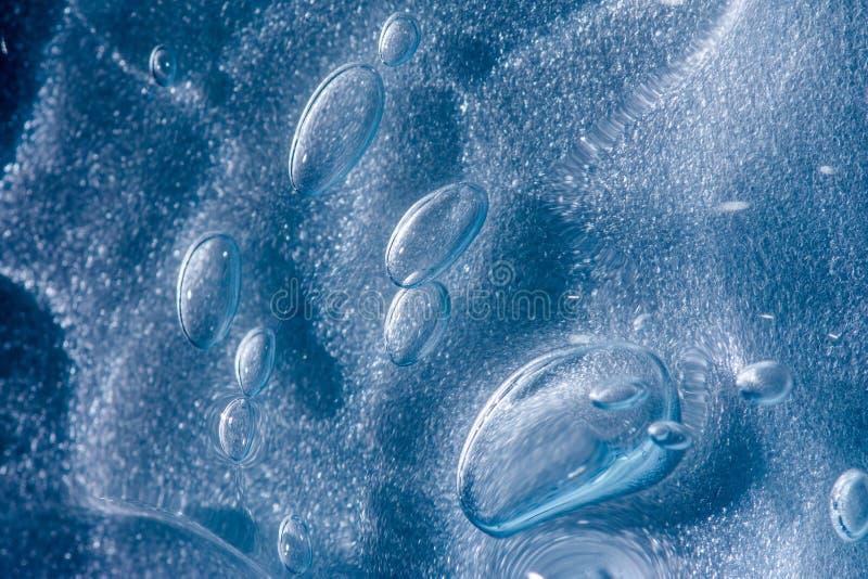 Burbujas en superficie azul de la arena fotografía de archivo