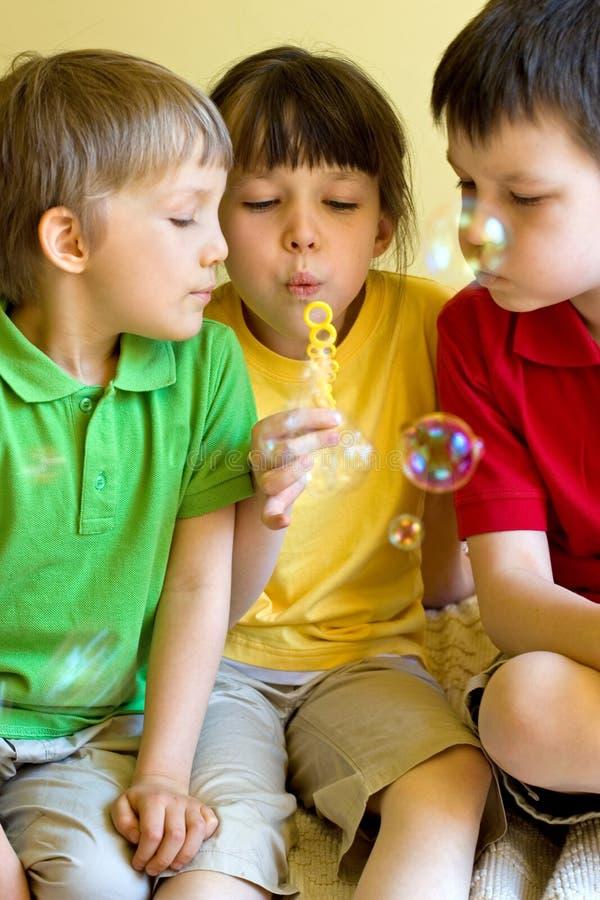 Burbujas que soplan fotografía de archivo libre de regalías