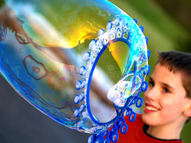 Burbujas que soplan imagen de archivo