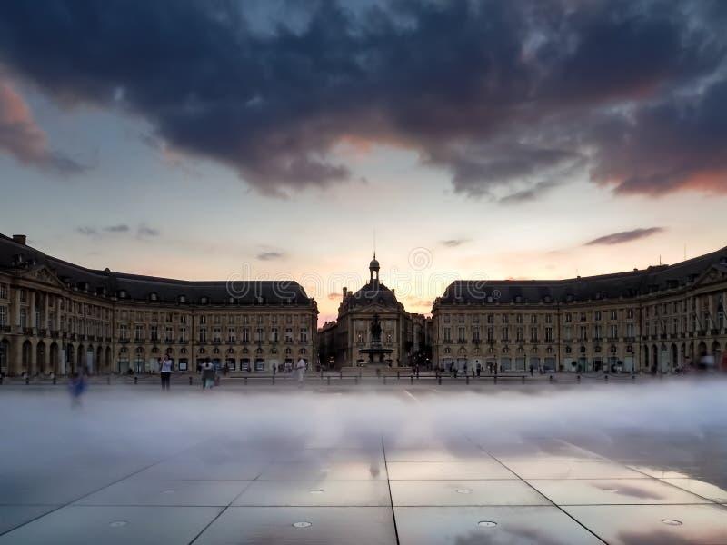 BURDEOS, GIRONDE/FRANCE - 20 DE SEPTIEMBRE: D'Eau de Miroir en el lugar foto de archivo libre de regalías