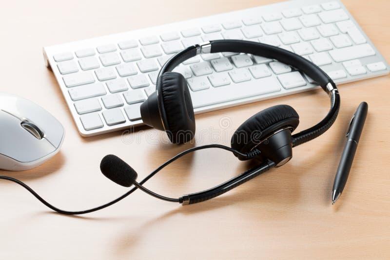 Bureau avec le casque Centre d'attention téléphonique images libres de droits