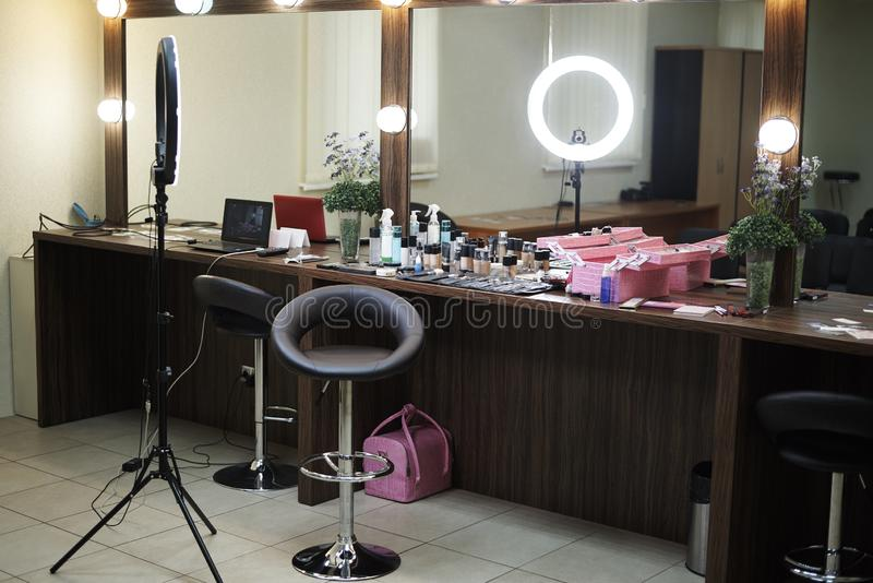 Bureau de beauté avec une salle de maquillage image libre de droits