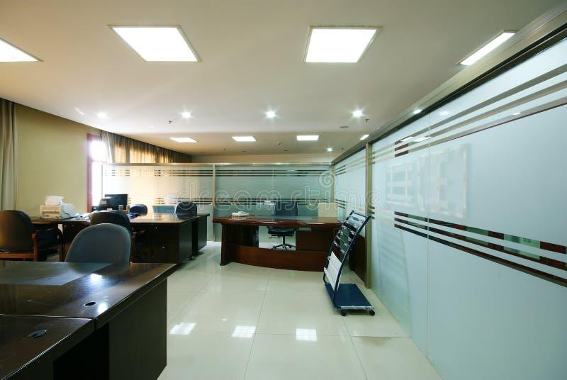 bureau de compagnie rangé photos stock