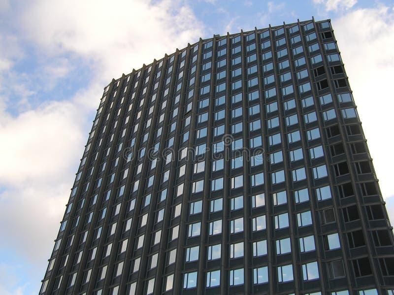 Download Bureau in de Hemel stock foto. Afbeelding bestaande uit wolkenkrabber - 37774