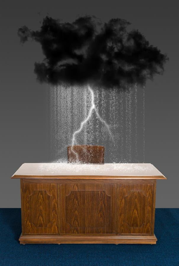 Bureau de local commercial de nuage de tempête de pluie photographie stock libre de droits