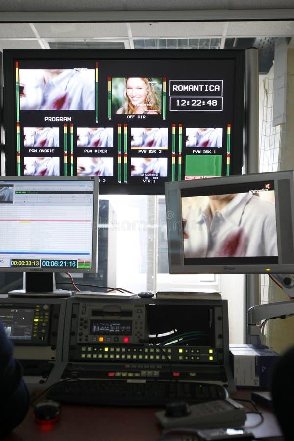 Bureau visuel de montage dans le studio de TV photos stock