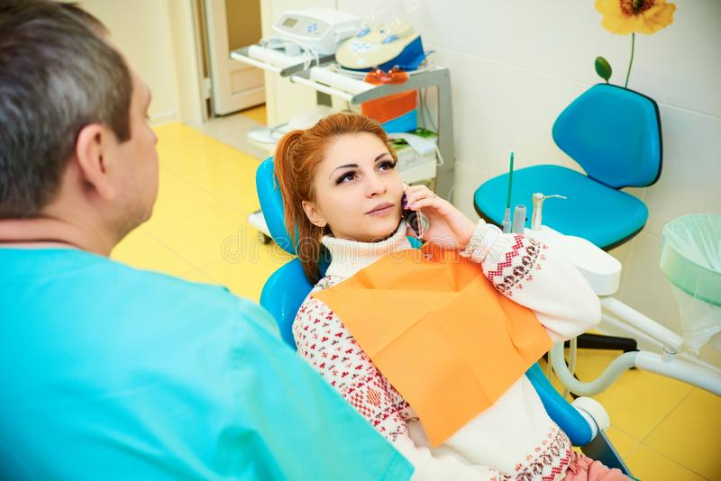 Bureau dentaire, art dentaire, soins dentaires, examen médical photos stock