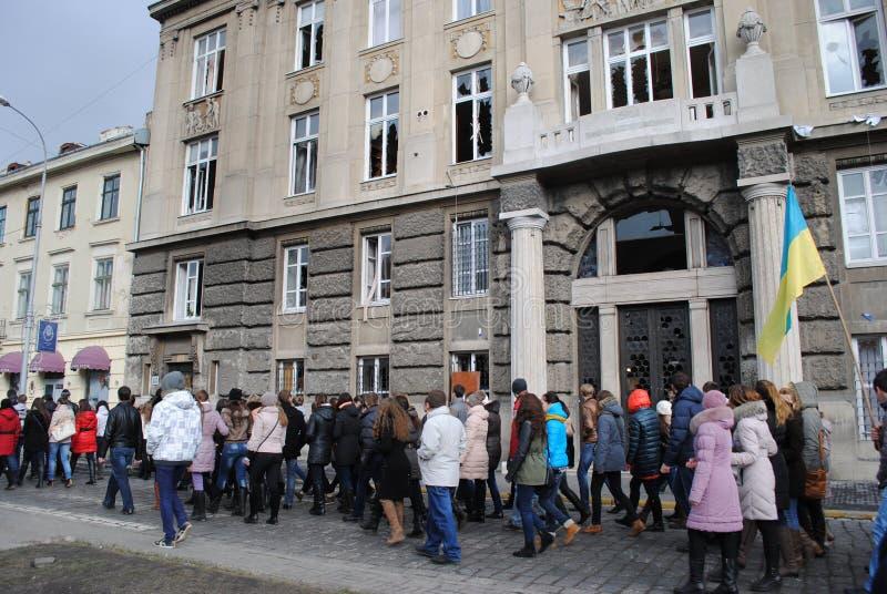 Bureau du procureur s dans le cortège de Lviv image stock