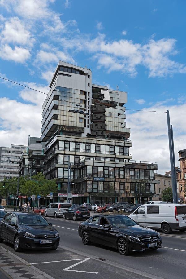 Bureau exceptionnel et bâtiment commercial dans la canalisation de l'offenbach AM, Hesse, Allemagne photo stock