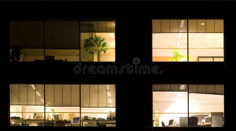Bureau la nuit photos libres de droits