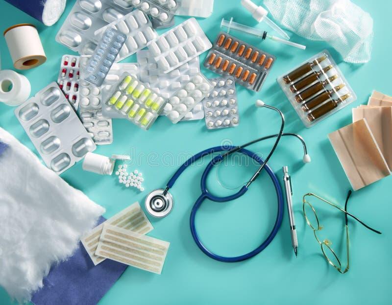 Bureau médical de docteur de pillules d'ampoule image libre de droits