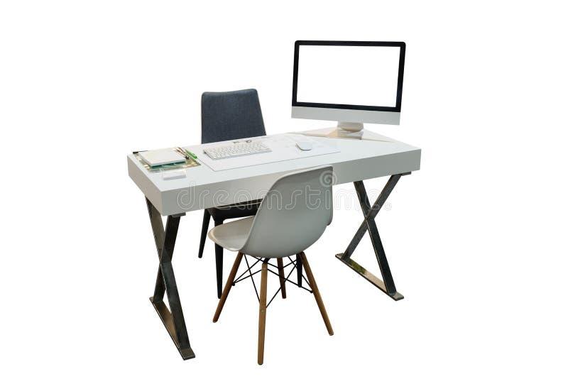 Bureau met documenten en computer op witte achtergrond wordt geïsoleerd die stock afbeelding