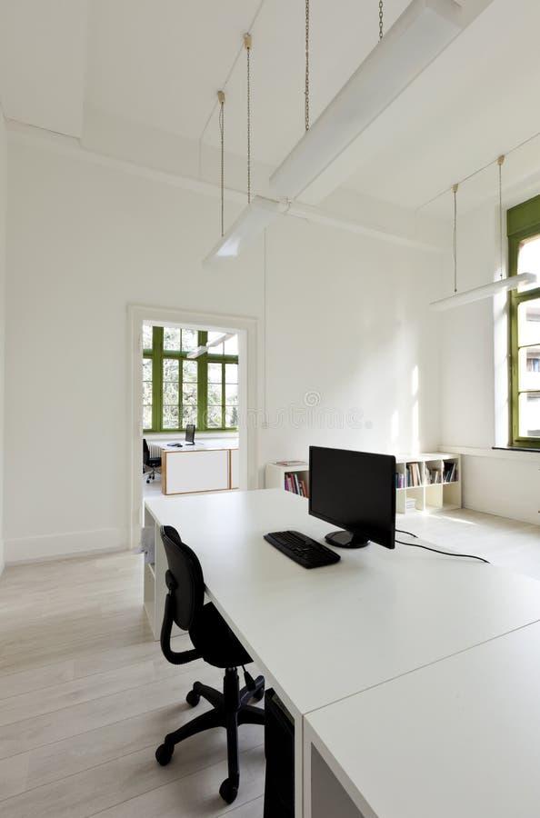 Bureau met meubilair stock afbeelding