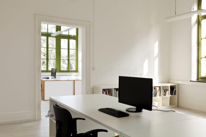 Bureau met meubilair, computer royalty-vrije stock afbeelding