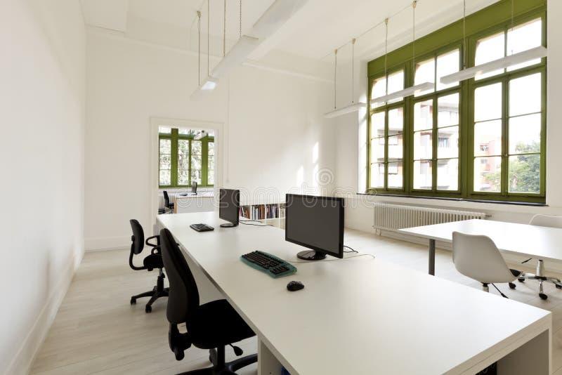 Bureau met meubilair, computer stock afbeelding