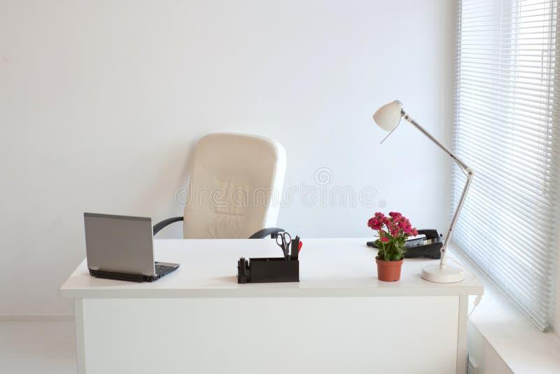 bureau moderne confortable photographie stock