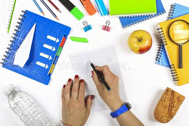 Bureau, moteur de recherche, nouvelle solution de problème, de nouveau à l'école, finances, recherche, tâche, solution, papeterie images libres de droits