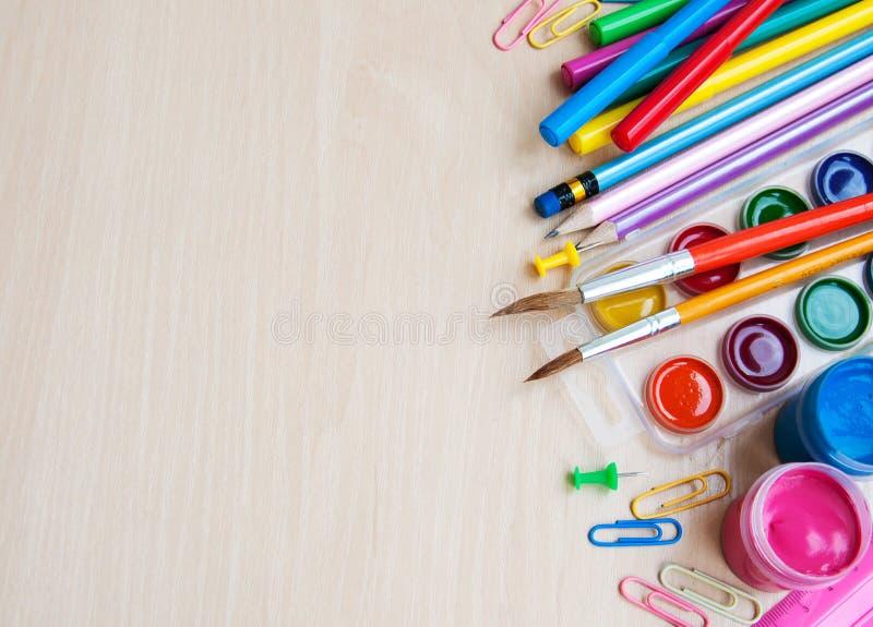 Bureau ou fournitures scolaires photographie stock libre de droits