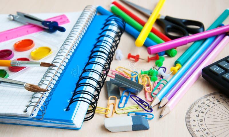 Bureau ou fournitures scolaires photographie stock