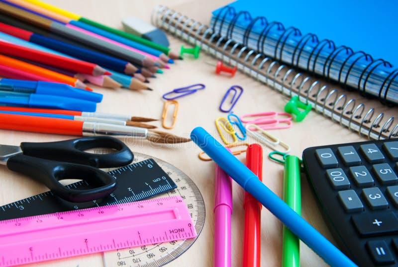 Bureau ou fournitures scolaires photo libre de droits