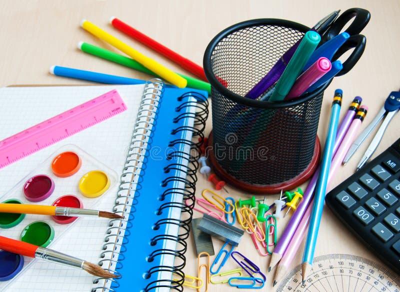 Bureau ou fournitures scolaires images libres de droits