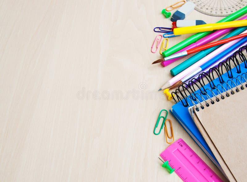 Bureau ou fournitures scolaires photos stock