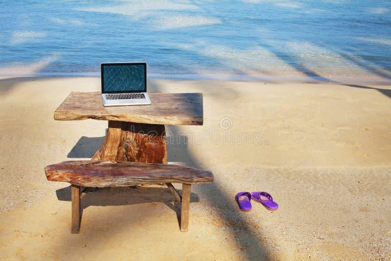 Bureau sur la plage photo libre de droits