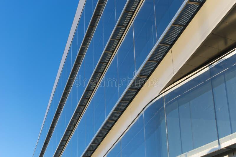 Bureaugebouwen met moderne collectieve architectuur stock afbeelding