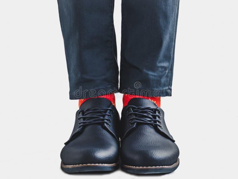 Bureaumanager, modieuze schoenen en heldere sokken royalty-vrije stock afbeelding