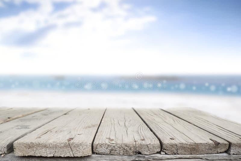 Bureauruimte op strand zij en zonnige dag royalty-vrije stock foto