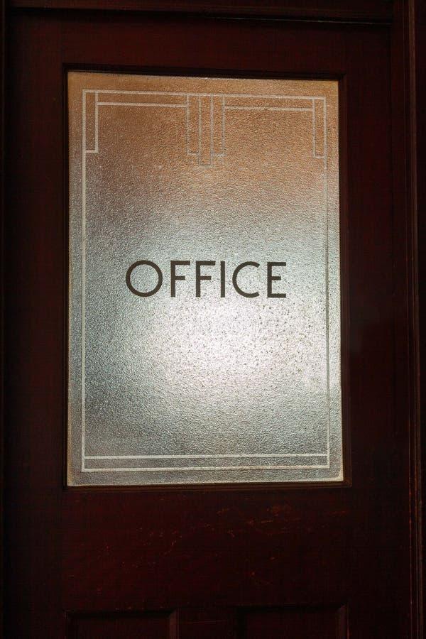 Bureauteken op deurglas in art decostijl stock foto