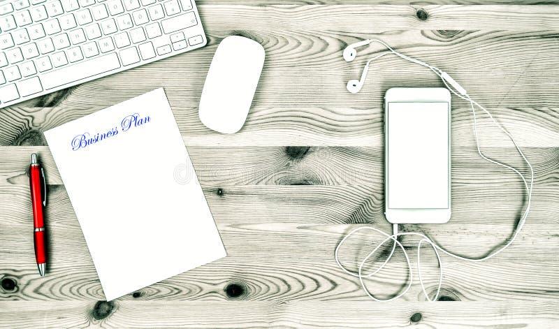 Bureauwerkplaats met Toetsenbord, Telefoon, Bureaulevering Zaken stock afbeelding