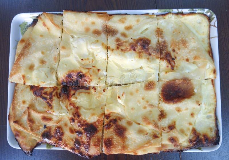 Burek med ost arkivfoto