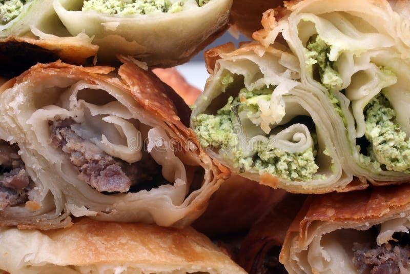 Burek paj med kött, ost eller spenat arkivbilder