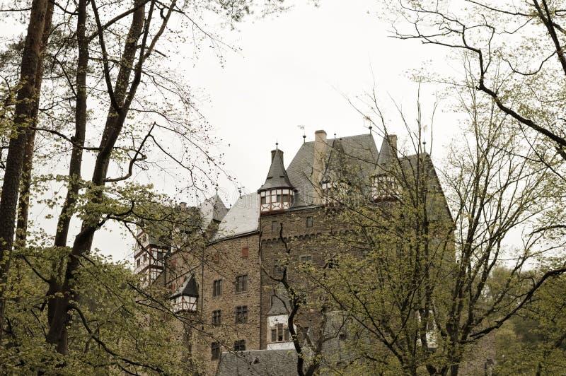 Burg Eltz, Allemagne : Vue du beau château d'Eltz dans la forêt photo stock