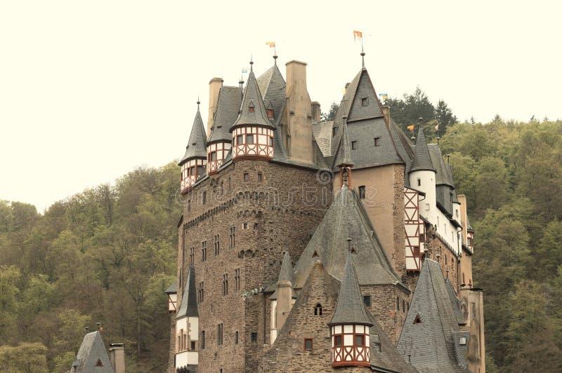 Burg Eltz, Allemagne : Vue du beau château d'Eltz dans la forêt photographie stock libre de droits