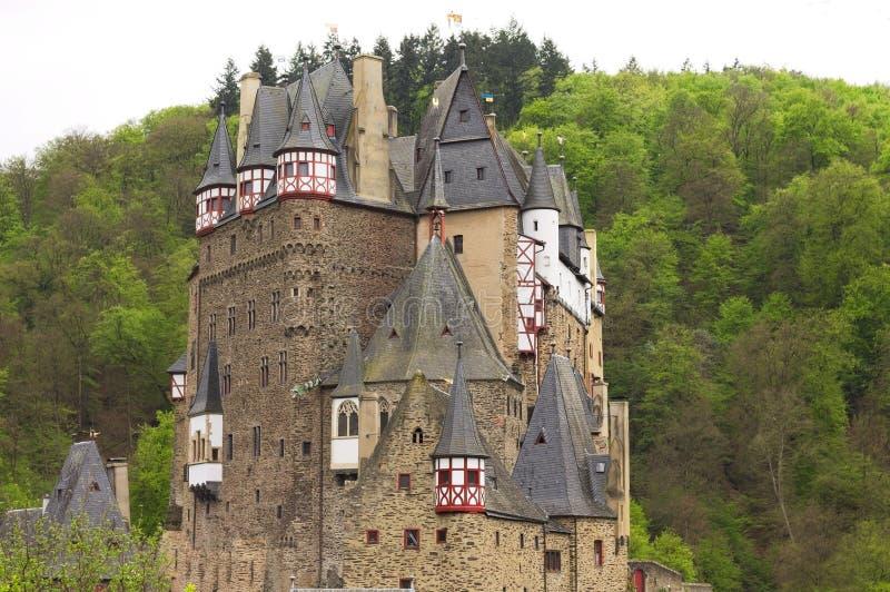 Burg Eltz, Allemagne : Vue du château d'Eltz de burg dans la forêt images libres de droits